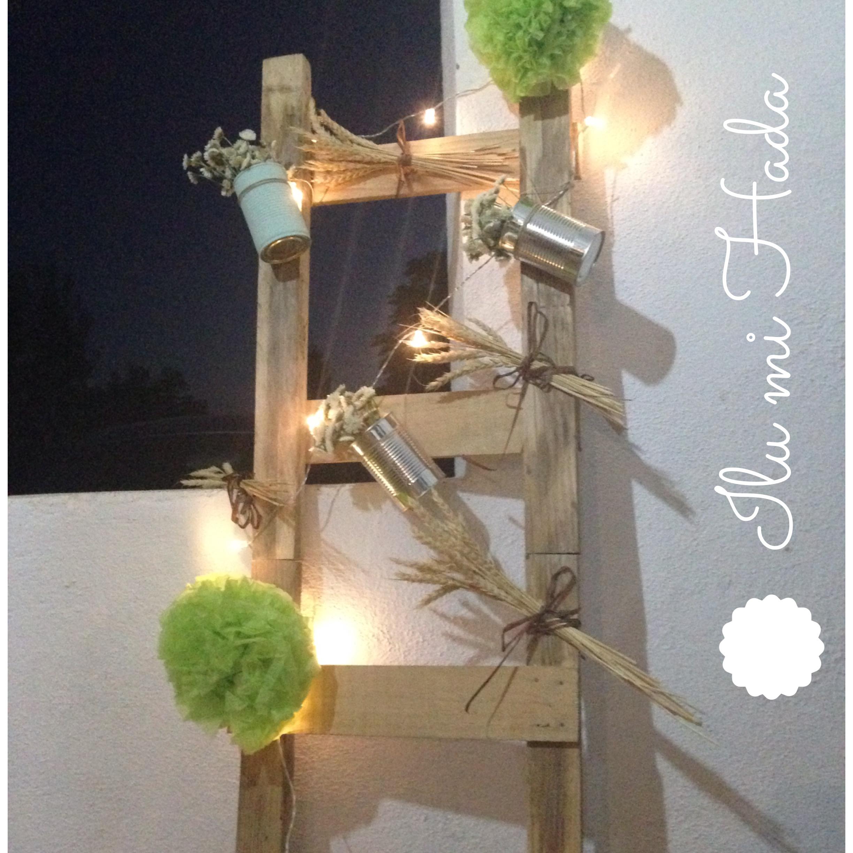 10. Escalera con flores, trigo y guirnalda de luces