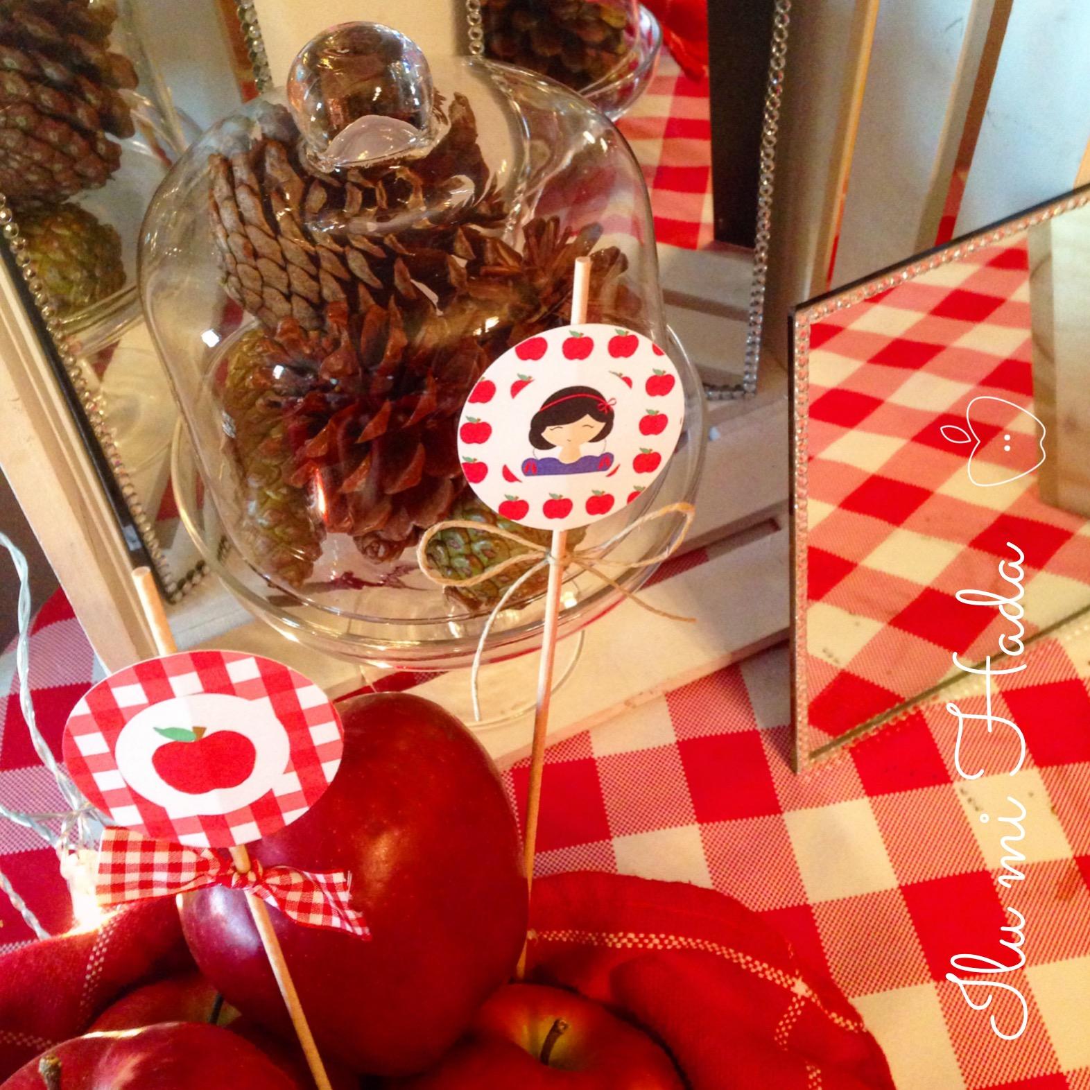 12. Piñas, manzanas y papelería