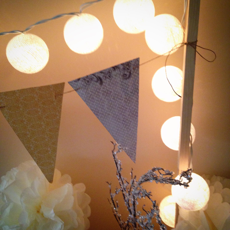 13. Pompones, luces y guirnaldas
