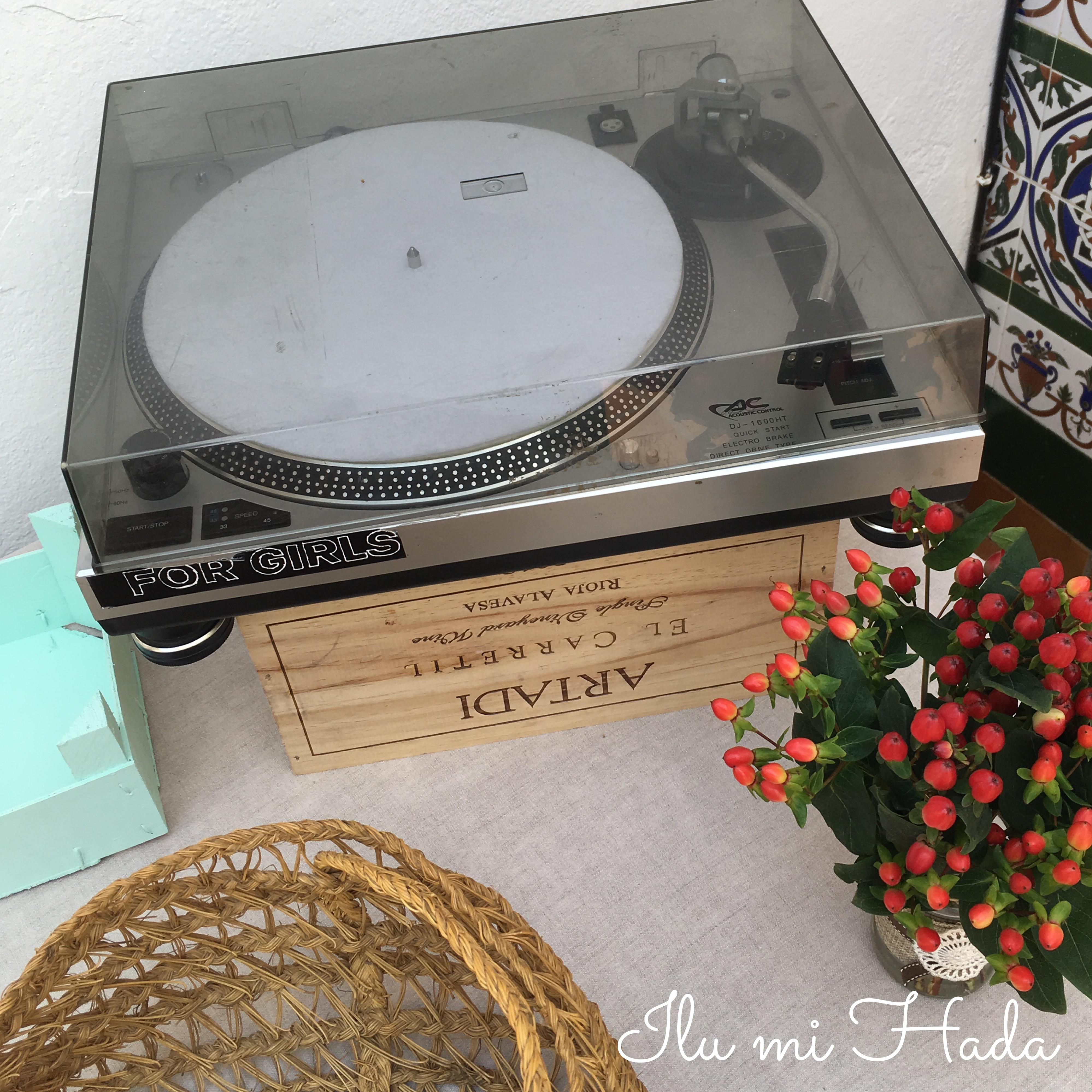 12. Detalle tocadiscos mesa dulce