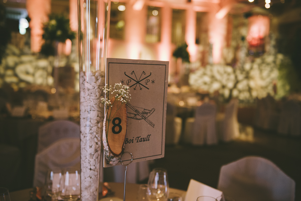 6. Mesero mesa invitados