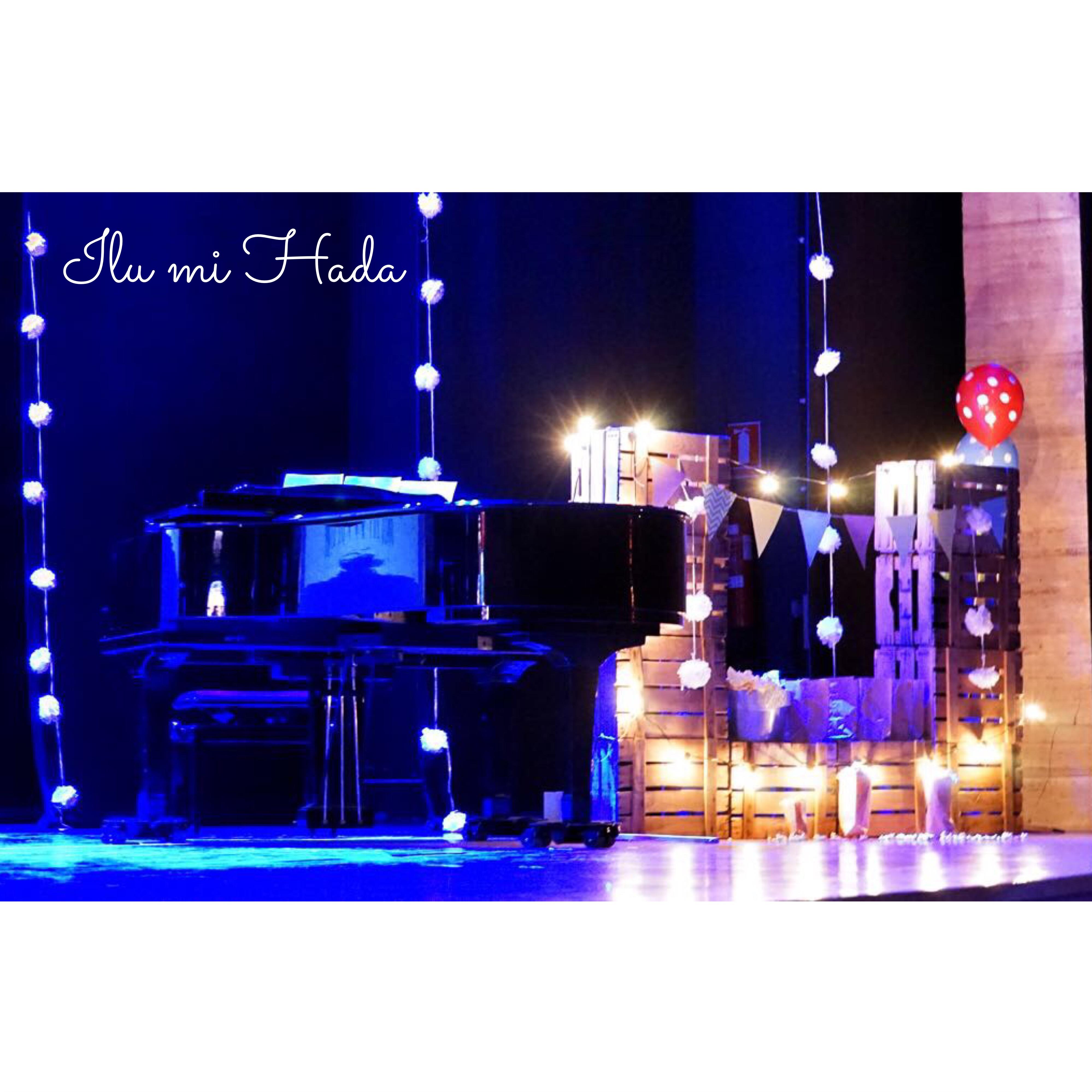 11. Piano y puesto de palomitas.