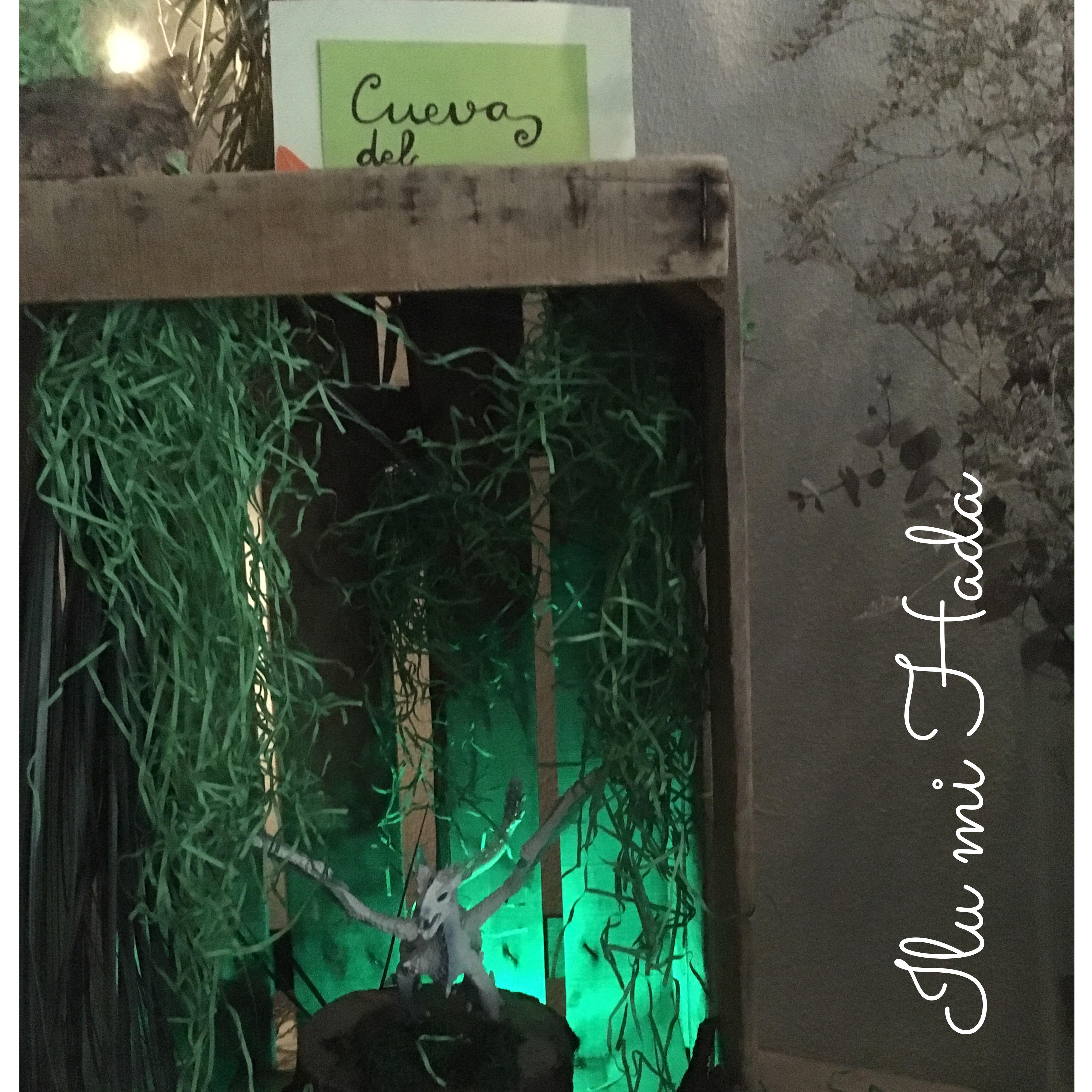 22. Cueva del dragón iluminada